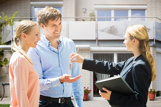 How to Pick a Real Estate Agency When Selling Your Property?